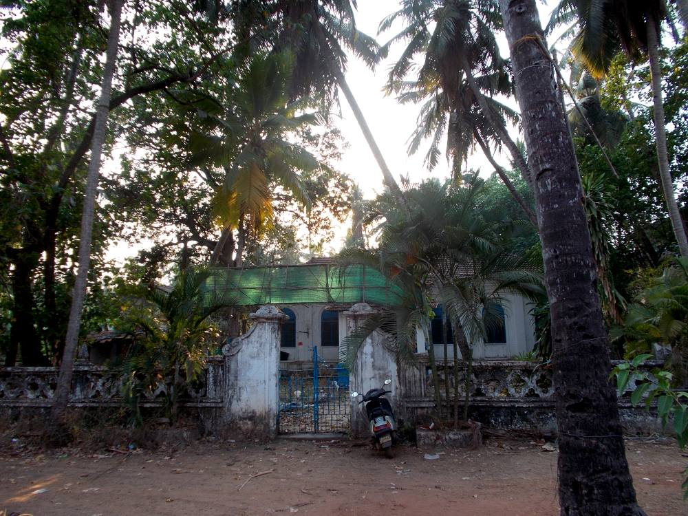 Goa, Candolim, old house. Индия,старый  жилой дом в Кандолиме (северное Гоа).